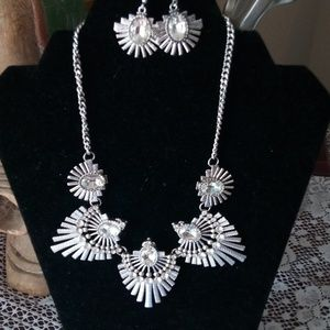 Jewelry - Stunning necklace with earrings